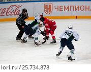 V. Bobrov (38) vs K. Panov (26) on faceoff. Редакционное фото, фотограф Alexander Mirt / Фотобанк Лори