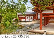 Купить «Внутренний двор Зала Феникса (Хоодо, 1053 г.) буддистского храма Бёдоин в Удзи. Национальное сокровище Японии и объект ЮНЕСКО», фото № 25735786, снято 27 июля 2016 г. (c) Иван Марчук / Фотобанк Лори