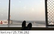 Купить «Waiting in airport terminal», видеоролик № 25736282, снято 11 января 2017 г. (c) Алексей Макаров / Фотобанк Лори
