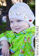 Портрет улыбающейся девочки, возраст полтора года (2016 год). Редакционное фото, фотограф Юлия Дьякова / Фотобанк Лори