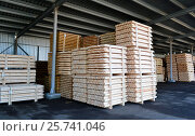 Lumber stacked in piles in stock. Стоковое фото, фотограф Андрей Силивончик / Фотобанк Лори