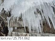 Купить «Байкал. Ледяные сосульки в гротах мыса Хобой на Ольхоне», фото № 25751062, снято 6 августа 2020 г. (c) Овчинникова Ирина / Фотобанк Лори