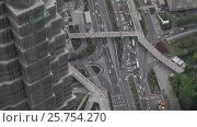 Купить «Китай, Шанхай. Вид сверху. Автомобили на дороге», видеоролик № 25754270, снято 9 апреля 2016 г. (c) Андрей Пожарский / Фотобанк Лори