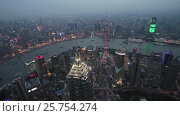 Купить «Китай, Шанхай. Вид сверху из Всемирного финансового центра ночью. 474 метра.», видеоролик № 25754274, снято 9 апреля 2016 г. (c) Андрей Пожарский / Фотобанк Лори