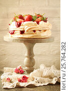 Cake Pavlova with fresh strawberries. Стоковое фото, фотограф Наталья Майорова / Фотобанк Лори