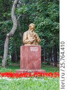 Купить «Памятник Кулибину в парке в Нижнем Новгороде полностью», фото № 25764410, снято 29 августа 2012 г. (c) Дмитрий Тищенко / Фотобанк Лори
