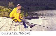 Купить «Dad and son fishing outdoors», видеоролик № 25766670, снято 6 декабря 2019 г. (c) Raev Denis / Фотобанк Лори