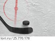 Фрагмент хоккейной площадки с клюшкой и шайбой. Стоковое фото, фотограф Дмитрий Грушин / Фотобанк Лори