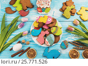 Купить «Tulips and gingerbread cookies», фото № 25771526, снято 6 марта 2017 г. (c) Jan Jack Russo Media / Фотобанк Лори