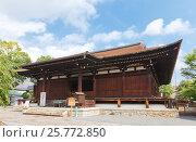 Купить «Главный зал Хондо (Сэнбон Сякадо, 1227 г.) храма Дайхоондзи в Киото. Национальное сокровище Японии», фото № 25772850, снято 28 июля 2016 г. (c) Иван Марчук / Фотобанк Лори
