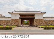 Купить «Реконструированные в 1997 г. главные ворота замка Танабэ (основан в 1579 г.), г. Майдзуру, Япония», фото № 25772854, снято 29 июля 2016 г. (c) Иван Марчук / Фотобанк Лори