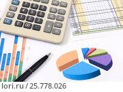Купить «Графики, диаграммы, калькулятор и ручка», эксклюзивное фото № 25778026, снято 17 марта 2017 г. (c) Юрий Морозов / Фотобанк Лори