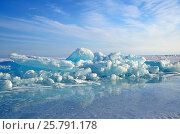 Купить «Озеро Байкал, ледяные торосы в солнечный день», фото № 25791178, снято 6 июня 2020 г. (c) Овчинникова Ирина / Фотобанк Лори