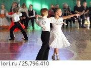 Купить «На отчетном концерте танцуют дети», эксклюзивное фото № 25796410, снято 15 января 2017 г. (c) Анатолий Матвейчук / Фотобанк Лори