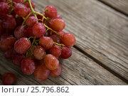 Купить «Close-up of red bunch of grapes with water droplets», фото № 25796862, снято 19 декабря 2016 г. (c) Wavebreak Media / Фотобанк Лори