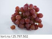 Купить «Close-up of red bunch of grapes», фото № 25797502, снято 19 декабря 2016 г. (c) Wavebreak Media / Фотобанк Лори