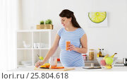 Купить «pregnant woman drinking fruit smoothie at home», видеоролик № 25804618, снято 16 марта 2017 г. (c) Syda Productions / Фотобанк Лори