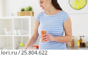 Купить «pregnant woman drinking fruit smoothie at home», видеоролик № 25804622, снято 16 марта 2017 г. (c) Syda Productions / Фотобанк Лори