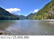 Купить «View of the mountain lake Rizza, Abkhazia», фото № 25806486, снято 26 сентября 2014 г. (c) Александр Карпенко / Фотобанк Лори