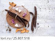 Стручки Кэроба - рожкового дерева, на фактурном белом фоне. Стоковое фото, фотограф Kroshanya / Фотобанк Лори