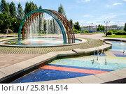 Купить «Москва, Южное Бутово, фонтан в детском ландшафтном парке», фото № 25814514, снято 29 июня 2016 г. (c) glokaya_kuzdra / Фотобанк Лори