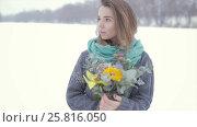 Купить «Love with a girl in a gray sweater with a bouquet of flowers on a frozen lake », видеоролик № 25816050, снято 7 февраля 2017 г. (c) Олег Башкир / Фотобанк Лори