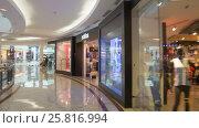 Купить «Timelapse Pov  Walk Through KLCC Shopping Mall in Kuala Lumpur», видеоролик № 25816994, снято 14 февраля 2017 г. (c) Кирилл Трифонов / Фотобанк Лори