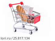Купить «Продуктовая корзина», фото № 25817134, снято 27 июля 2016 г. (c) Всеволод Карулин / Фотобанк Лори