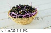 Купить «Chocolate Easter eggs in wicker basket», видеоролик № 25818802, снято 11 июля 2020 г. (c) Wavebreak Media / Фотобанк Лори