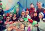 Large family exchanging gifts during Christmas dinner, фото № 25820082, снято 27 марта 2017 г. (c) Яков Филимонов / Фотобанк Лори
