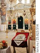 Купить «Икона на аналое в монастыре Святого Креста. Иерусалим, Израиль», эксклюзивное фото № 25823514, снято 16 мая 2014 г. (c) Александр Гаценко / Фотобанк Лори