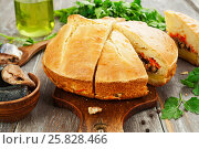 Купить «Пирог с рыбой и овощами», фото № 25828466, снято 26 марта 2017 г. (c) Надежда Мишкова / Фотобанк Лори