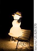 Snowman on the bench (2014 год). Стоковое фото, фотограф Павел Лиховицкий / Фотобанк Лори