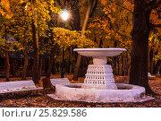 The autumn in the Neskuchny Garden (2013 год). Стоковое фото, фотограф Павел Лиховицкий / Фотобанк Лори
