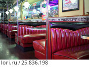 Купить «MOSCOW - JAN 21, 2015: Empty rows of leather red sofas with tables in the American restaurant Beverly Hills Diner», фото № 25836198, снято 21 января 2015 г. (c) Losevsky Pavel / Фотобанк Лори