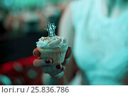 Купить «MOSCOW - APR 26, 2015: Female hand holding tasty muffins decorated with cream on the celebration of glossy magazine LF city birthday», фото № 25836786, снято 26 апреля 2015 г. (c) Losevsky Pavel / Фотобанк Лори