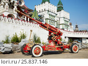 Купить «MOSCOW, RUSSIA - JULY 27, 2015: Cannon painted in the traditional Russian Khokhloma style at Izmailovo Kremlin in Moscow», фото № 25837146, снято 27 июля 2015 г. (c) Losevsky Pavel / Фотобанк Лори