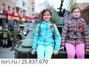 Купить «Two girls pose on armored tank in Samara during military parade, Russia», фото № 25837670, снято 6 мая 2015 г. (c) Losevsky Pavel / Фотобанк Лори
