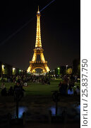 Купить «PARIS, FRANCE - SEP 09, 2014: Many tourists near the illuminated Eiffel tower on the Champ de Mars in the evening», фото № 25837750, снято 9 сентября 2014 г. (c) Losevsky Pavel / Фотобанк Лори