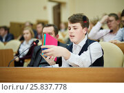 Купить «MOSCOW, RUSSIA - MAR 21, 2016: Student represents book for blind kids during IT-seminar which is hold by Department of Education of Moscow», фото № 25837778, снято 21 марта 2016 г. (c) Losevsky Pavel / Фотобанк Лори