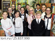 Купить «Eleven students in school library stand in rows one after other with teacher, they all look at camera and smiling», фото № 25837990, снято 20 марта 2015 г. (c) Losevsky Pavel / Фотобанк Лори