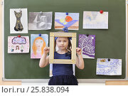 MOSCOW - MAR 20, 2015: Girl (with model release) looking through decorative frame. School 430 operating since 1981. Редакционное фото, фотограф Losevsky Pavel / Фотобанк Лори