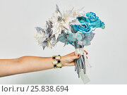 Купить «Outstretched female hand with bracelet holds bunch of artificial flowers», фото № 25838694, снято 29 марта 2015 г. (c) Losevsky Pavel / Фотобанк Лори