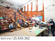 Купить «MOSCOW, RUSSIA - JUN 06, 2014: Teacher shows students scientific experiment during lecture in auditorium in Moscow State University», фото № 25839382, снято 6 июня 2014 г. (c) Losevsky Pavel / Фотобанк Лори