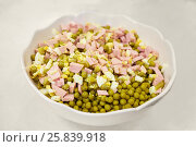 Купить «Mixture of chopped ham, boiled eggs and green peas in bowl», фото № 25839918, снято 7 января 2015 г. (c) Losevsky Pavel / Фотобанк Лори