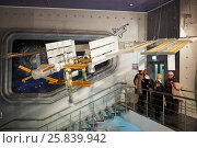 Купить «MOSCOW, RUSSIA - JAN 7, 2015: Visitors in The Museum of Cosmonautics at hall with model of ISS. The Museum of Cosmonautics opens its doors to public on April 10th, 1981.», фото № 25839942, снято 7 января 2015 г. (c) Losevsky Pavel / Фотобанк Лори