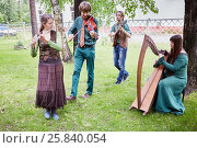 Купить «MOSCOW, RUSSIA - MAY 30, 2015: Musical Band Polca an Ri plays music outdoor in park on summer day. Polca an Ri plays traditional irish music.», фото № 25840054, снято 30 мая 2015 г. (c) Losevsky Pavel / Фотобанк Лори