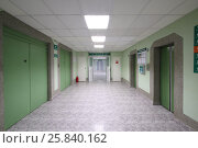 Купить «MOSCOW - AUG 31, 2015: The foyer with passenger and freight elevators in the hospital CELT», фото № 25840162, снято 31 августа 2015 г. (c) Losevsky Pavel / Фотобанк Лори