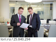 Купить «Two serious businessmen standing with a blank sheet of paper in conference hall», фото № 25840294, снято 10 апреля 2014 г. (c) Losevsky Pavel / Фотобанк Лори