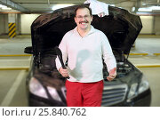 Купить «Happy man with the knife in the hand is glad that the car repaired in the underground parking», фото № 25840762, снято 26 февраля 2015 г. (c) Losevsky Pavel / Фотобанк Лори
